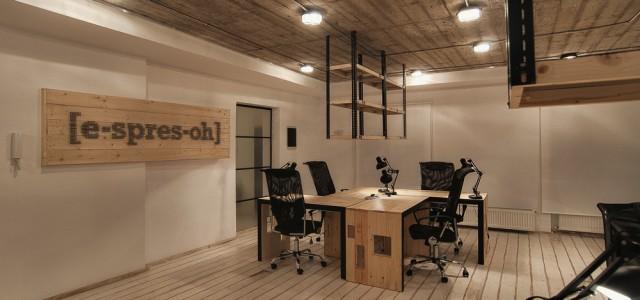 """Echipa Ezzo Design ne prezintă proiectul unui birou menit să ofere suport și confort unor softiști creativi din Timișoara. """"Știi senzația aia când vrei să fugi din birou și ai […]"""